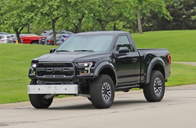 2019_ford_f_150_SC_raptor_spy2_00.jpg