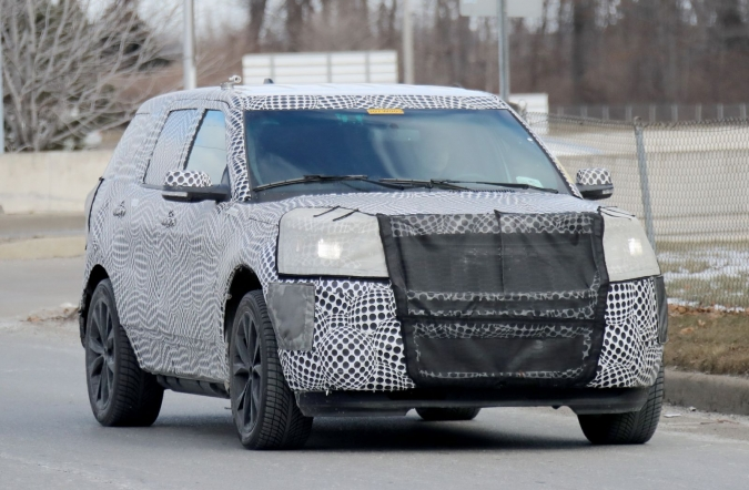 2018_ford_explorer_ST_spy1_00.jpg
