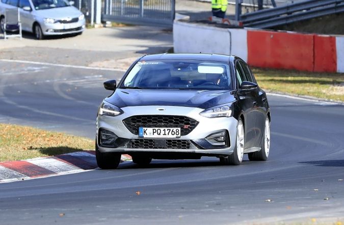 2018_ford_focus_ST_spy4_01.jpg