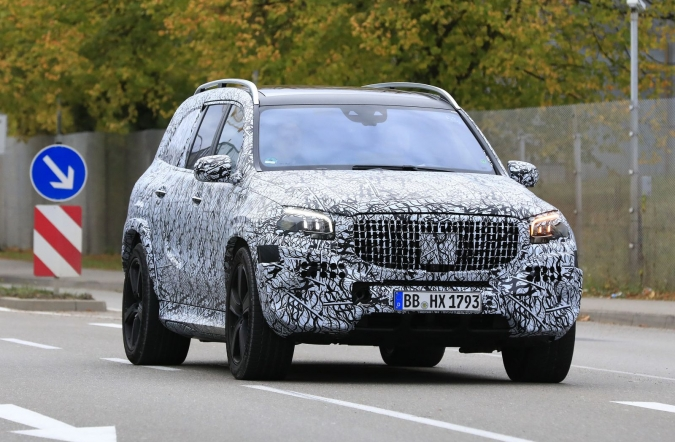 2018_mercedes_maybach_GLS_spy1_01.jpg