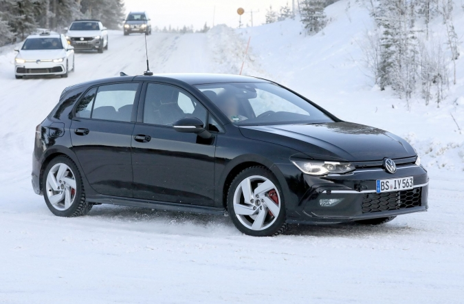2019_vw_golf_gti_spy2_00.jpg