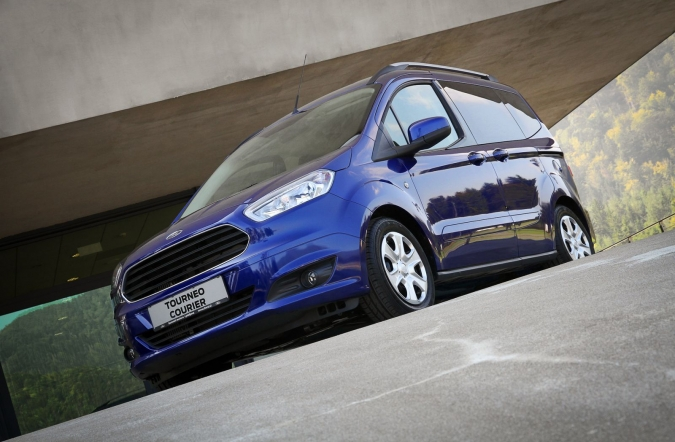 2014_ford%2520tourneo%2520in%2520transit%2520courier_01.JPG