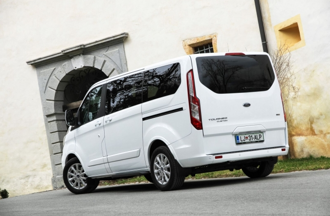 2018_premiera_ford%2520tourneo%2520custom%2520in%2520transit%2520custom_(01).JPG