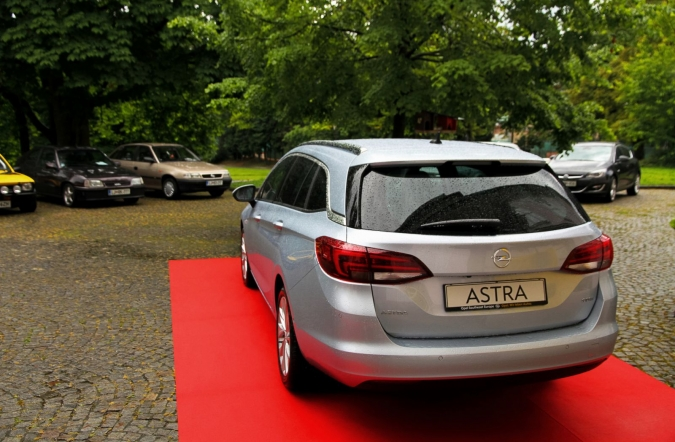 2016_opel%2520astra%2520sports%2520tourer_01.JPG