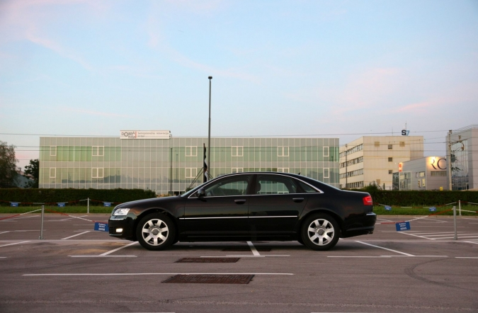 test_2008_audi_a8_28_fsi_multitronic_01.JPG
