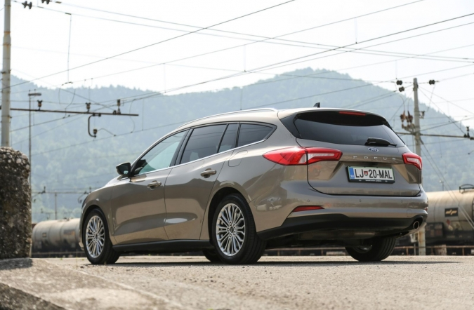 2019_test_ford%2520focus%2520karavan%25201_5%2520ecoboost%2520110%2520kW%2520AT%2520titanium%2520business_(01).jpg
