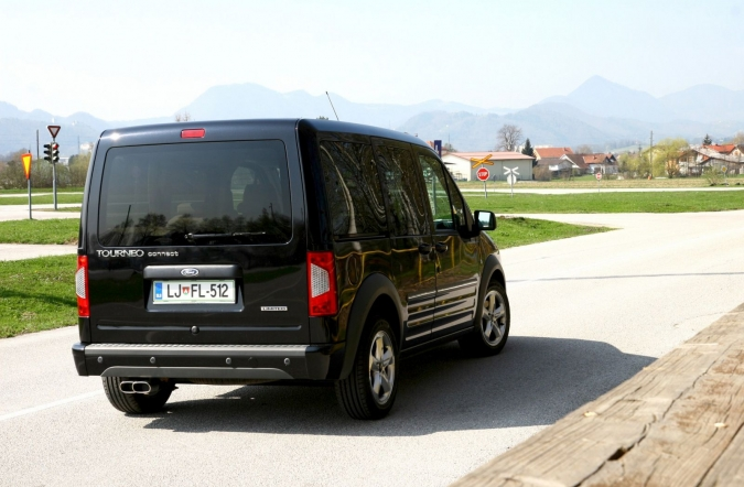TEST-ford_tourneo_connect_1,8_TDCi_limited-02.JPG