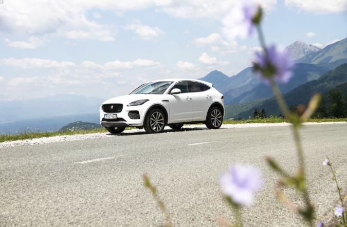 2018_test_jaguar%2520E-pace%2520D180%2520AWD%2520R-dynamic%2520base_(01).JPG