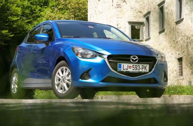 2015_mazda2%2520G90%2520AT%2520attraction_01.jpg