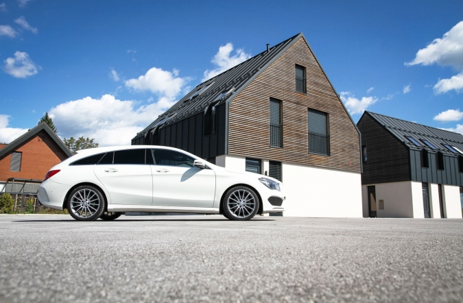 2015_MB%2520CLA%2520200%2520CDI%2520shooting%2520brake%2520AMG%2520line_(02).JPG