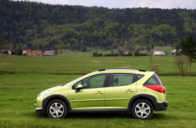 test_2008_peugeot_207sw_hdi_trendy_outdoor_02.JPG