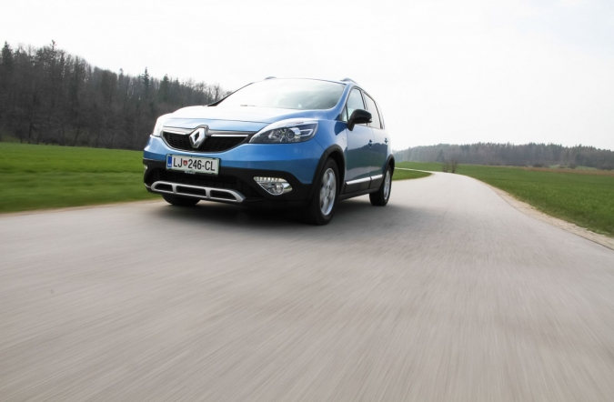 2015_test_renault%2520scenic%2520Xmod%2520Bose%2520edition%2520dCi%2520130%2520energy_(10).JPG