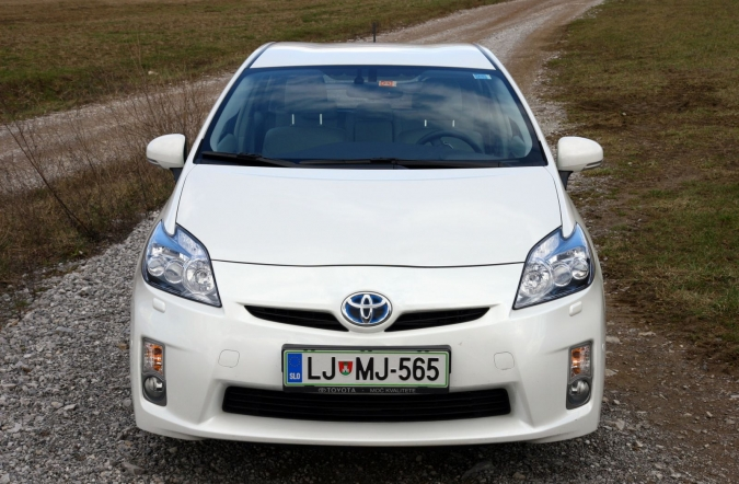 test_toyota_prius_executive_2010_02.JPG