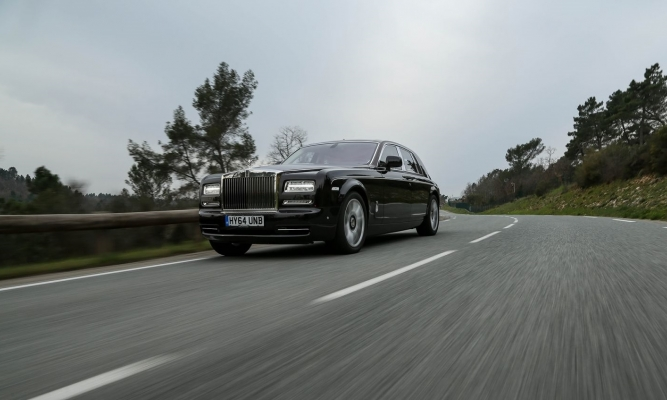 Rolls-royce phantom in ghost EWB